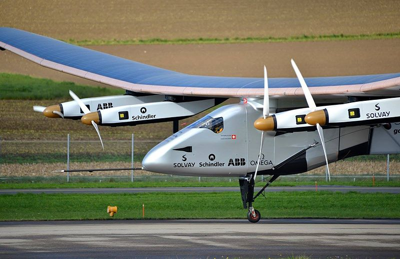 dron Solar Impulse SI2 piloté par Bertrand Piccard, décollant de la base aérienne de Payerne le 13 novembre 2014 Photo by Milko Vuille. Fuente imagen - http://es.wikipedia.org/wiki/Solar_Impulse