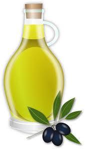 Botella de aceite de oliva y aceitunas, uno de los ingredientes para preparar el exfoliante.
