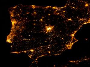 foto nocturna desde un satelite de la Peninsula Ibérica mostrando contaminacion luminica