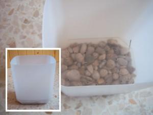 Bidones y detalle de la cámara para recogida de agua